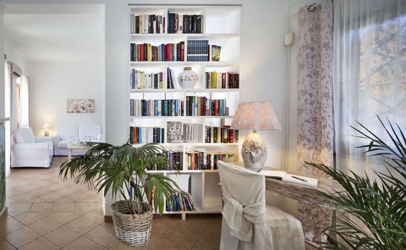 area libreria e lettura dell'hotel