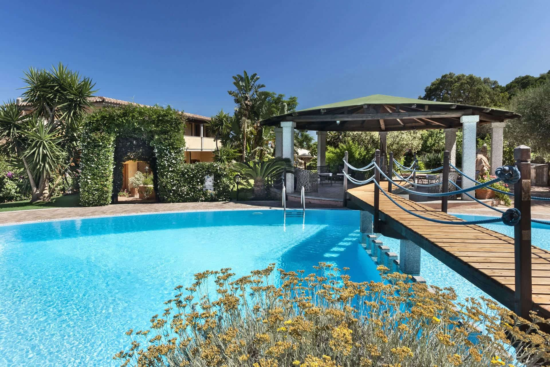the swimming pool of the Relais Fenicottero Rosa Hotel